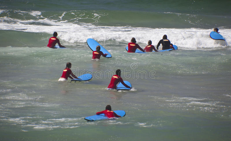 Download Nowi surfingowowie obraz editorial. Obraz złożonej z sport - 34339970