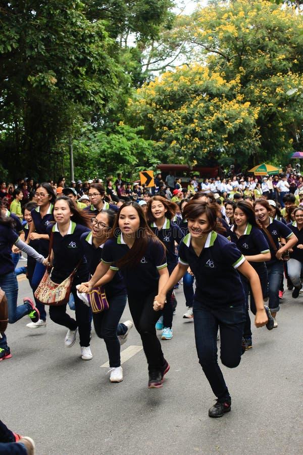 Nowicjusz Powitalna ceremonia Chiang Mai uniwersytet, Tajlandia obraz royalty free