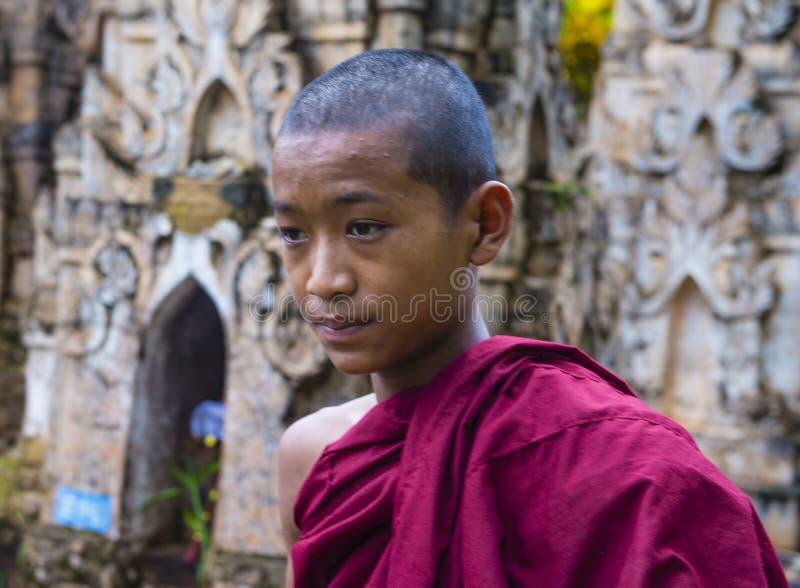 Nowicjusza michaelita przy Kakku pagodą Myanmar zdjęcia royalty free