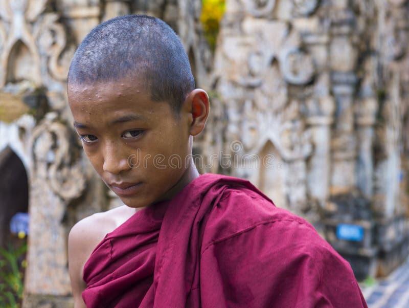 Nowicjusza michaelita przy Kakku pagodą Myanmar zdjęcie stock