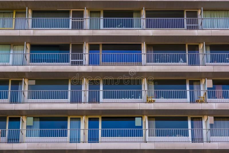 Nowożytni miast mieszkania z balkonami, Belgijska architektura obraz stock