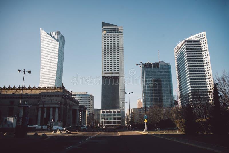Nowożytni skyscrappers w centrum biznesu Warszawa fotografia royalty free