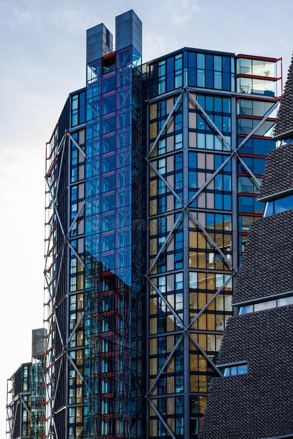 Nowożytny budynek obok tate modern w Londyn na Marzec 11, 2019 fotografia royalty free