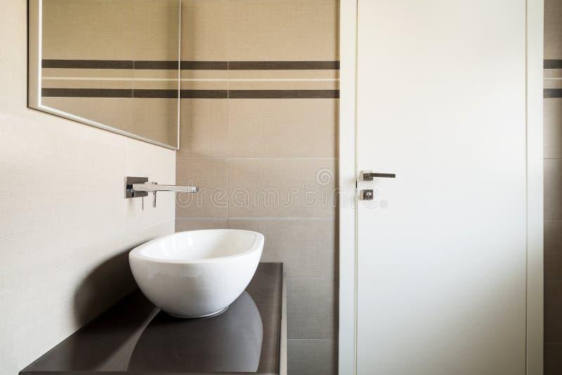 Download Nowożytna łazienka zdjęcie stock. Obraz złożonej z płytka - 28974460