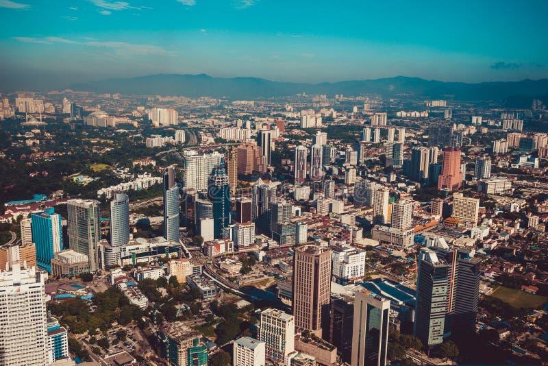 Nowożytna architektura, biznesowy budynek biurowy, pejzażu miejskiego tło Kuala Lumpur linia horyzontu kapitał Kuala Lumpur Malay zdjęcie royalty free