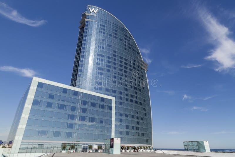 Nowożytna architektura, hotel W lub Hotelowi Vela architektem Ricard Bofill w Barceloneta ćwiartce, ikonowy budynek w linii horyz fotografia royalty free