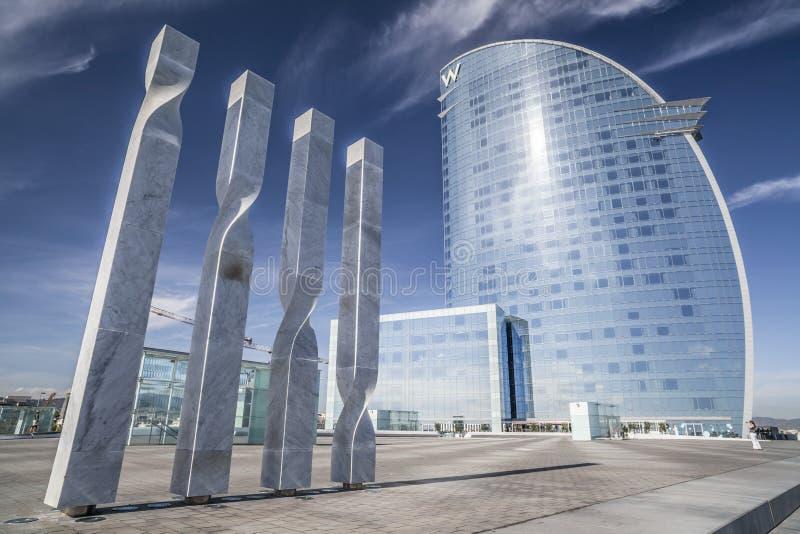 Nowożytna architektura, hotel W lub Hotelowi Vela architektem Ricard Bofill w Barceloneta ćwiartce, ikonowy budynek w linii horyz zdjęcia royalty free