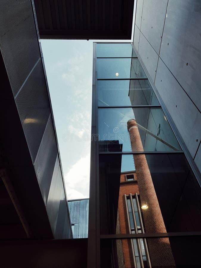 Nowożytna architektura Paris architektoniczna szkoła Belleville, Paryż, Francja obrazy royalty free