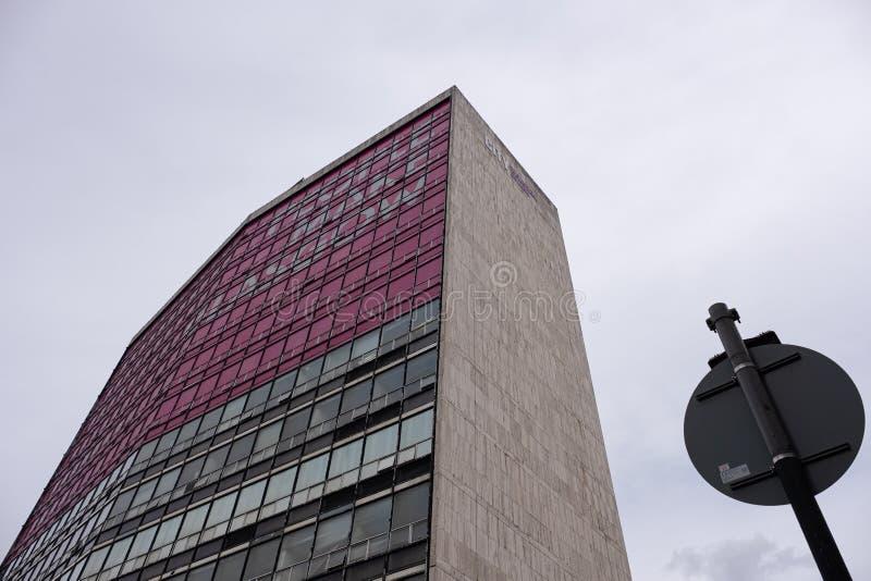 Nowożytna architektura patrzeje do miasta Glasgow szkoła wyższa w centrum miasta Glasgow fotografia stock