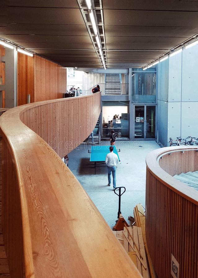 Nowożytna architektura w Belleville architektonicznej szkole, Paryż, Francja obraz royalty free