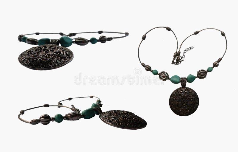 Nowożytna biżuteria z łańcuszkowymi i błękitnymi kamieniami royalty ilustracja