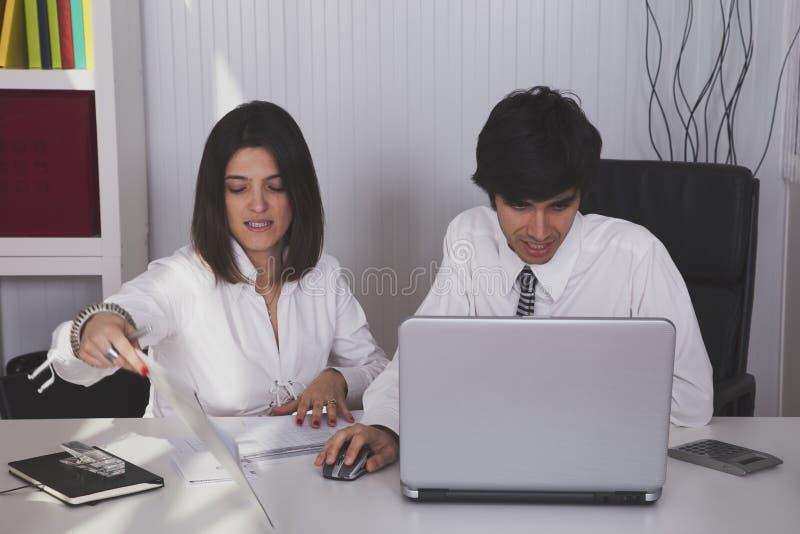 Nowożytna drużyna przy biurem zdjęcie royalty free