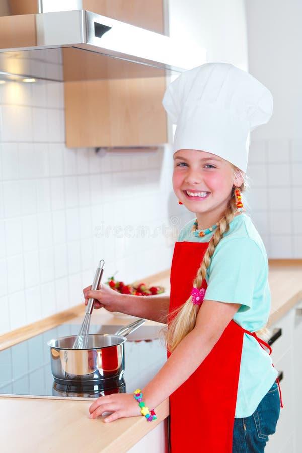 nowożytna dziewczyny kulinarna kuchnia obraz royalty free