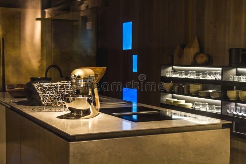 Nowożytna kuchnia w wieczór zdjęcie royalty free