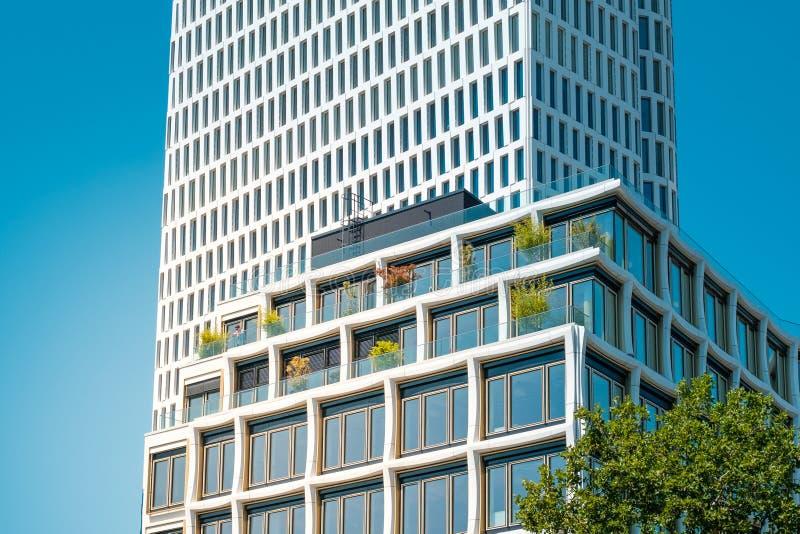 Nowożytna nieruchomości powierzchowność, budynek fasada przy Kurfuerstendamm/ fotografia royalty free