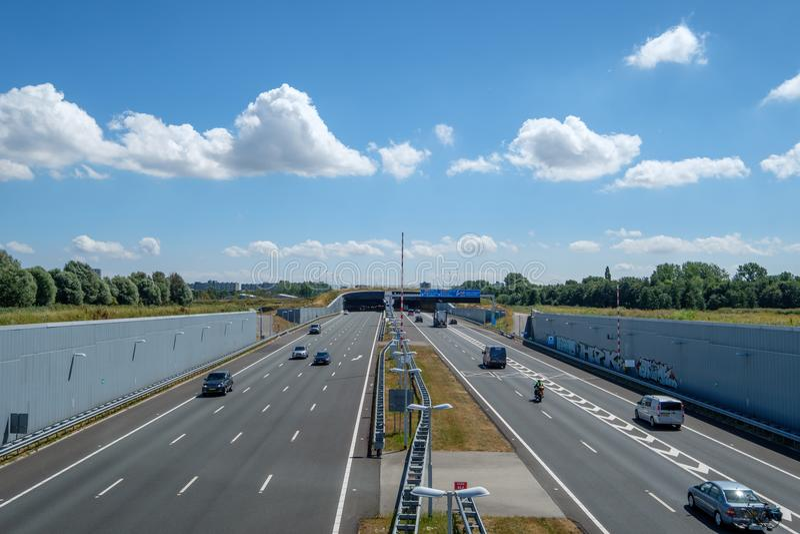 Nowożytna pogłębiająca autostrada A4, delft, holandie, prowadzi zdjęcie stock