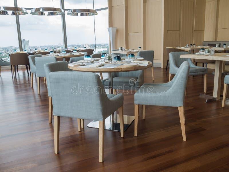 Nowożytna restauracja hotel z drewnianym meble zdjęcie royalty free
