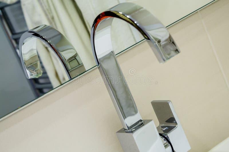 nowożytna stali nierdzewnej faucet gałeczka zdjęcia stock
