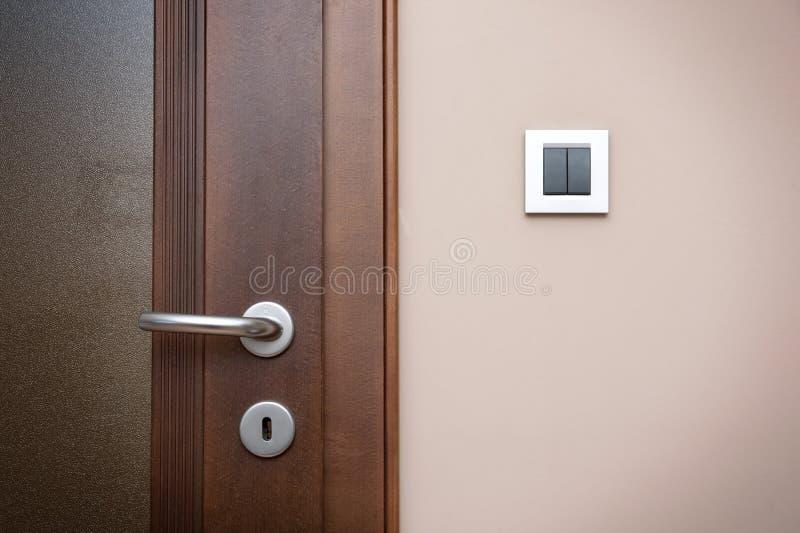 Nowożytna stylowa drzwiowa rękojeść zdjęcie royalty free