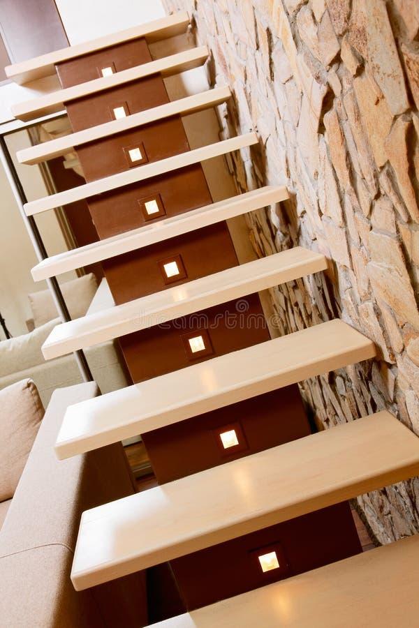 Nowożytna stylowa schody i ashlar ściana zdjęcia royalty free