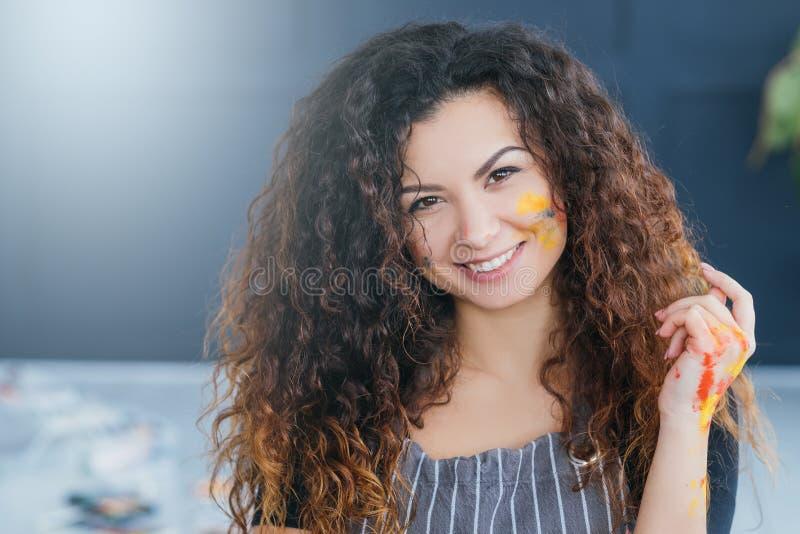 Nowożytna sztuki pięknej szkoły damy twarzy ładna farba obraz royalty free