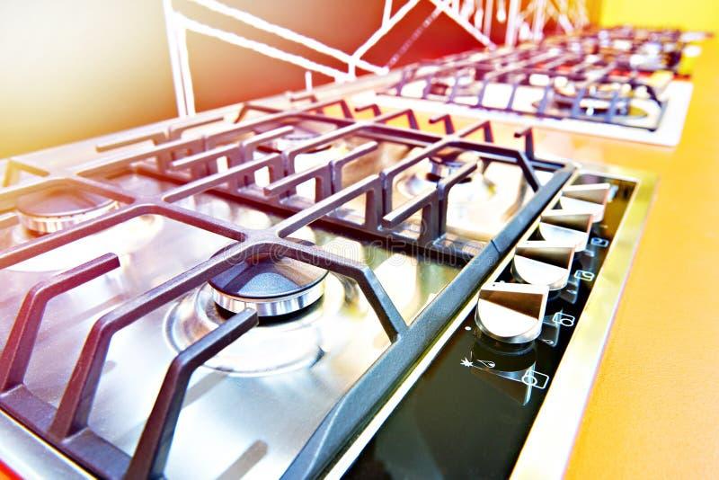 Nowożytne benzynowe kuchenki w sklepie zdjęcie stock