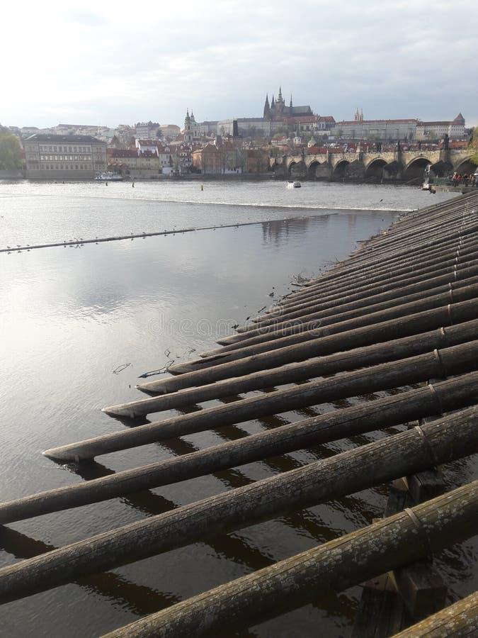 Nowożytne most budowy tworzy drewniane krypty zdjęcia stock