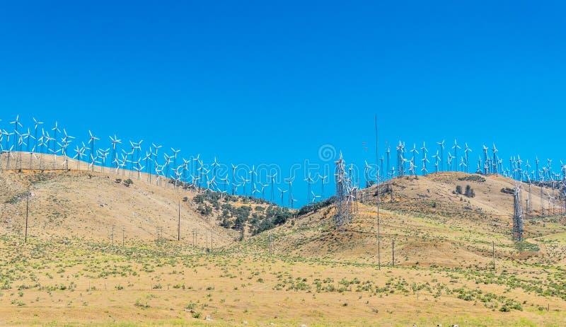 Nowożytne zielone energooszczędne technologie Siły wiatru stacja w Mojave pustyni w Kalifornia fotografia stock
