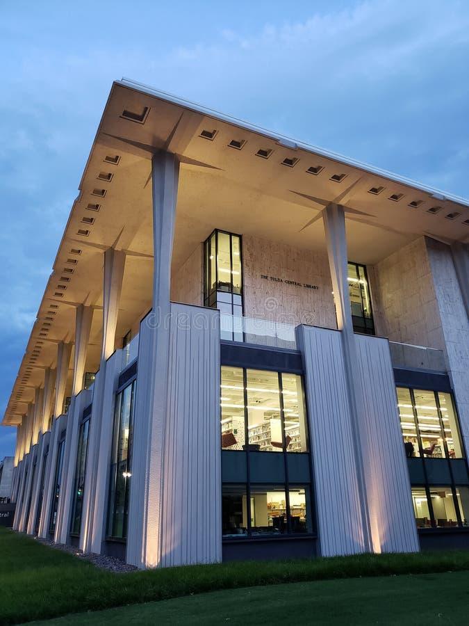 Nowożytnego budynku Środkowa biblioteka, citym Tulsa Oklahoma usa fotografia stock