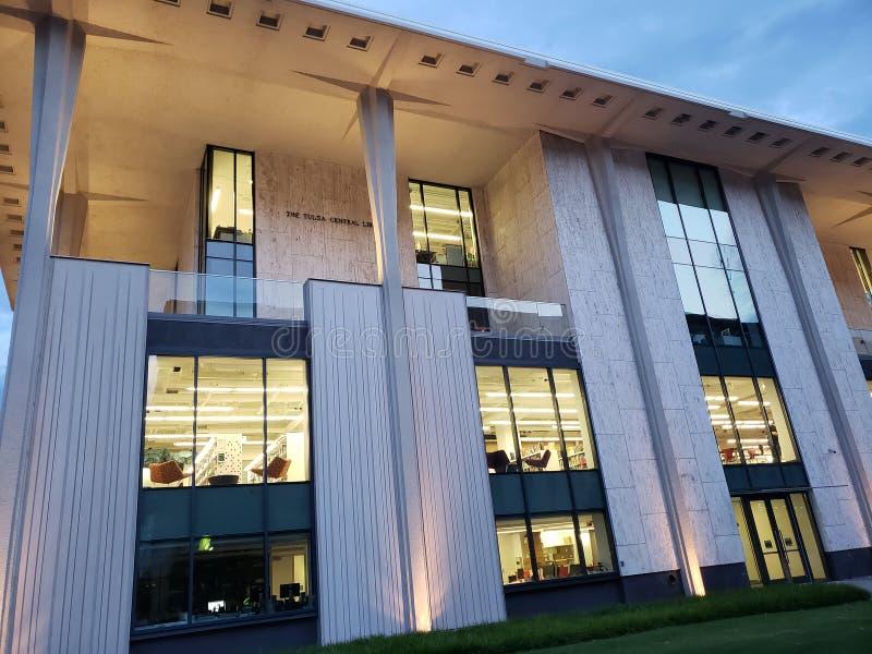 Nowożytnego budynku Środkowa biblioteka, miasta Tulsa Oklahoma usa fotografia royalty free