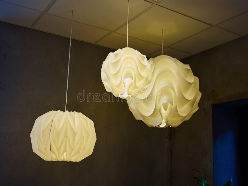 Nowożytnego projekta lampa robić z białych części obraz stock