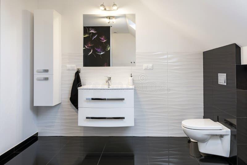 Nowożytnego projekta wygodna łazienka zdjęcie royalty free