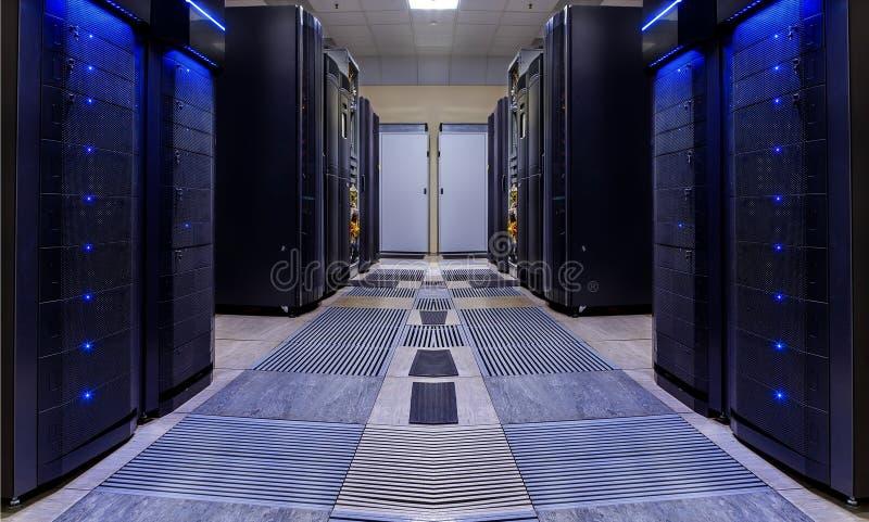 Nowożytnego serweru izbowa symetria zalicza się nowożytnego superkomputeru światło zdjęcia royalty free