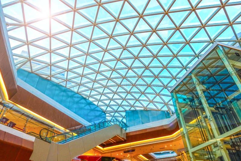Nowożytnej architektury dachowej struktury szklana budowa zdjęcie stock