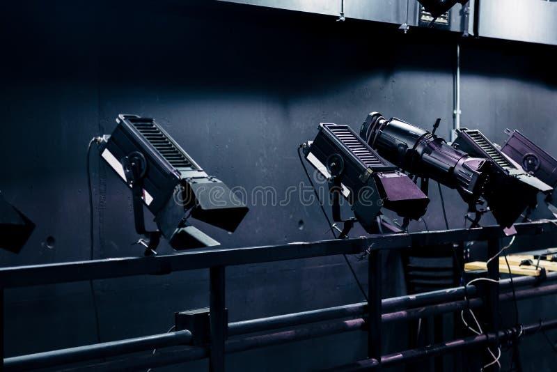 Nowożytnej sceny iluminacji i wyposażenia błyskawicowi projektory zdjęcie royalty free
