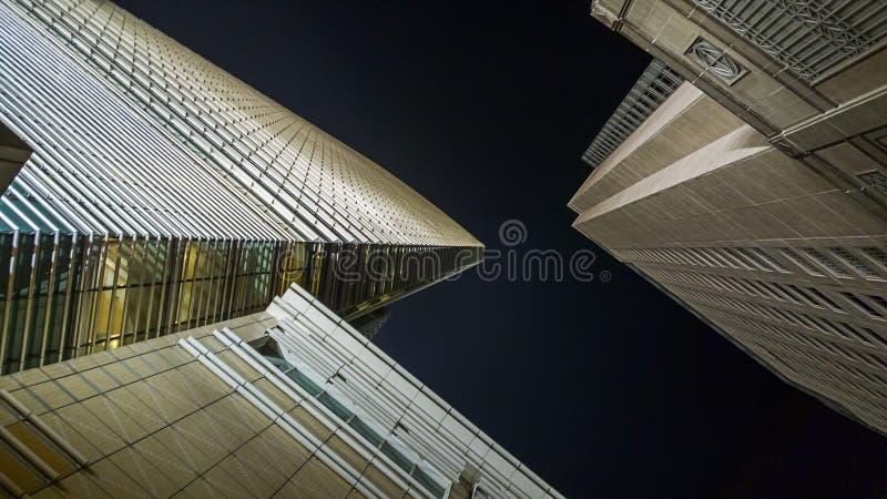 Nowożytni budynki od niskiego kąta obrazy stock