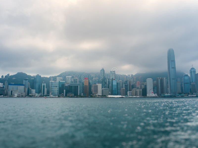 Nowożytni budynki Victoria ukrywają w Hong Kong mieście fotografia stock