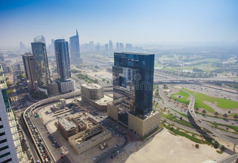 Nowożytni drapacze chmur w budowie Dubaj Marina miasto, Zjednoczone Emiraty Arabskie obraz royalty free