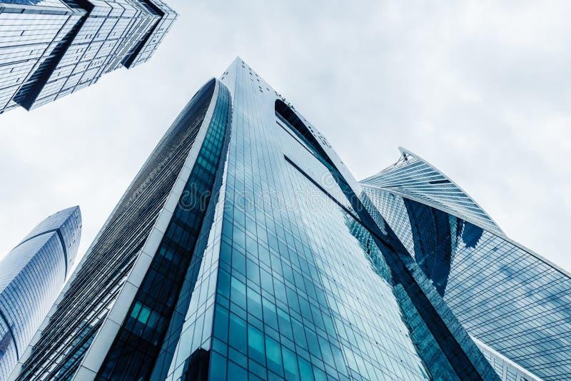 Nowożytni drapacze chmur w dzielnicie biznesu Wysocy wzrostów budynki Moskwa centrum biznesu Moskwa - miasto fotografia stock