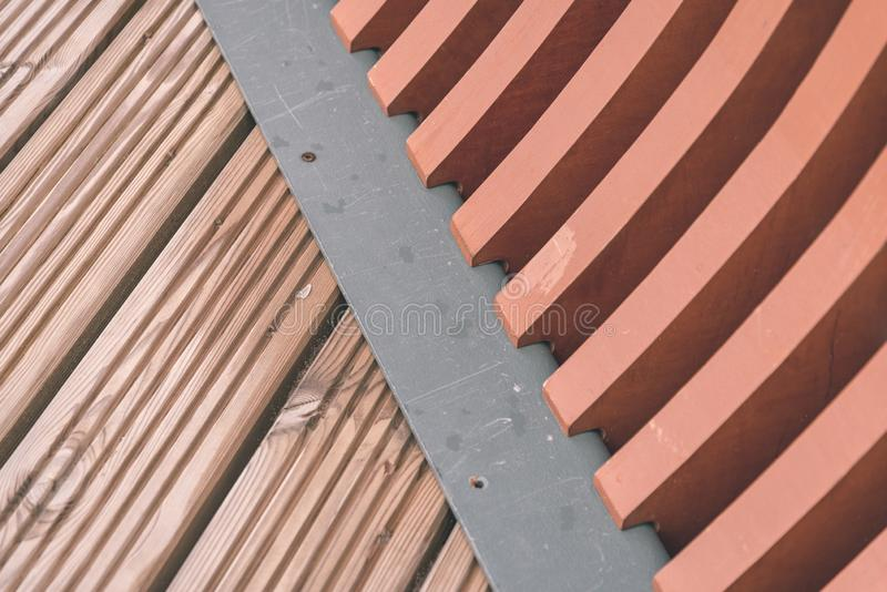 nowożytni drewniani i metal mostu szczegóły - rocznika retro ekranowy spojrzenie fotografia royalty free