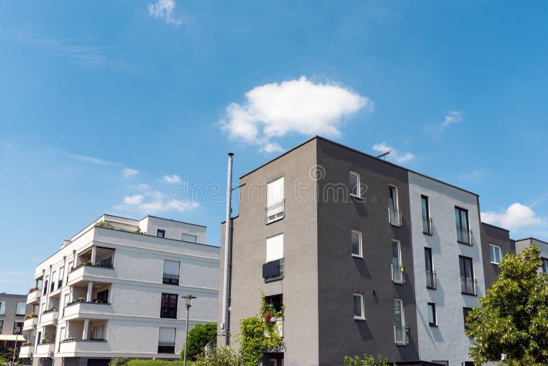 Nowożytni mieszkanie domy w Berlin obrazy stock