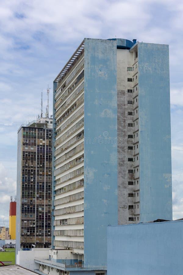 Nowożytni mieszkaniowi brudni budynki w Manaus, Brazylia obraz royalty free