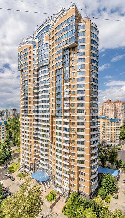 Nowożytni mieszkaniowi wieżowów domy w nowych okręgach Moskwa zdjęcia stock