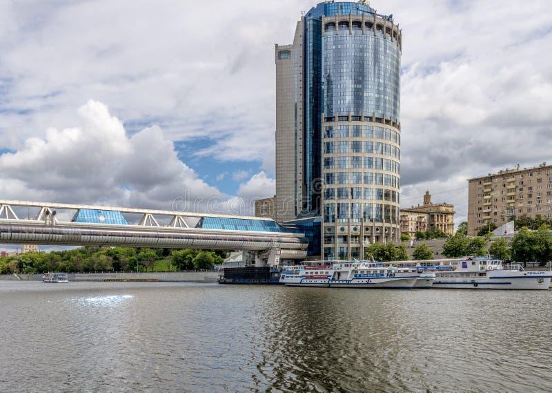 Nowożytni mieszkaniowi wieżowów domy w nowych okręgach Moskwa obrazy royalty free