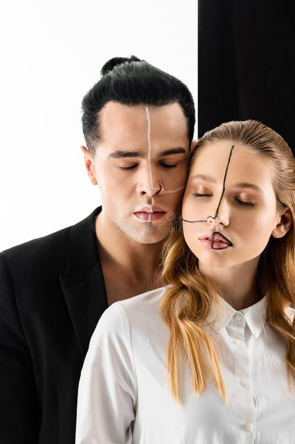 Nowożytni modele zamyka ich oczy pokazuje ich twarze obraz royalty free