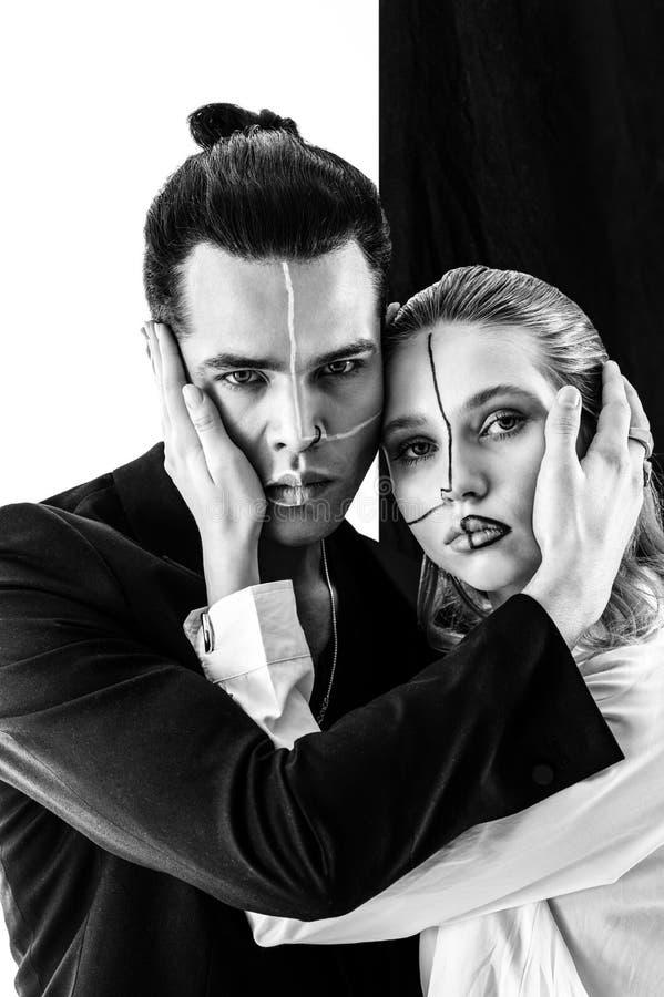 Nowożytni nadzwyczajni modele z liniami na twarzy pozować fotografia royalty free