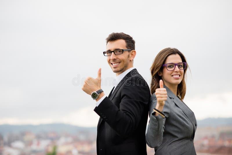 Nowożytni przedsiębiorcy świętuje biznesowego sukces zdjęcia royalty free