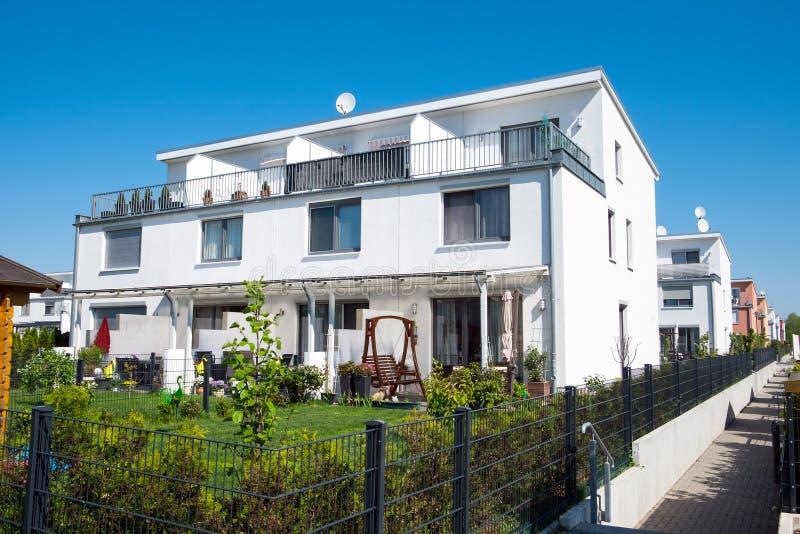 Nowożytni rodzina domy widzieć w Berlin zdjęcie royalty free