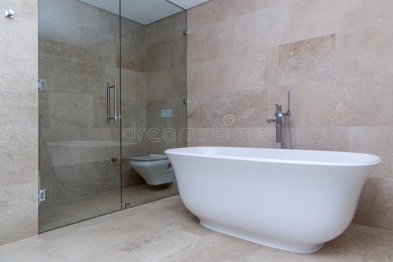 Nowożytny łazienka beż zdjęcia stock