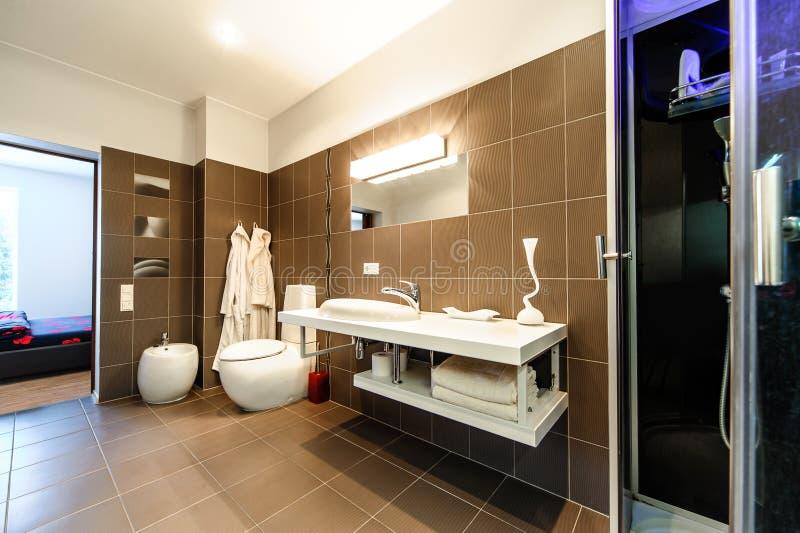 Nowożytny łazienka luksusu wnętrze fotografia royalty free
